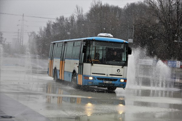 Smykování autobusem KAROSA